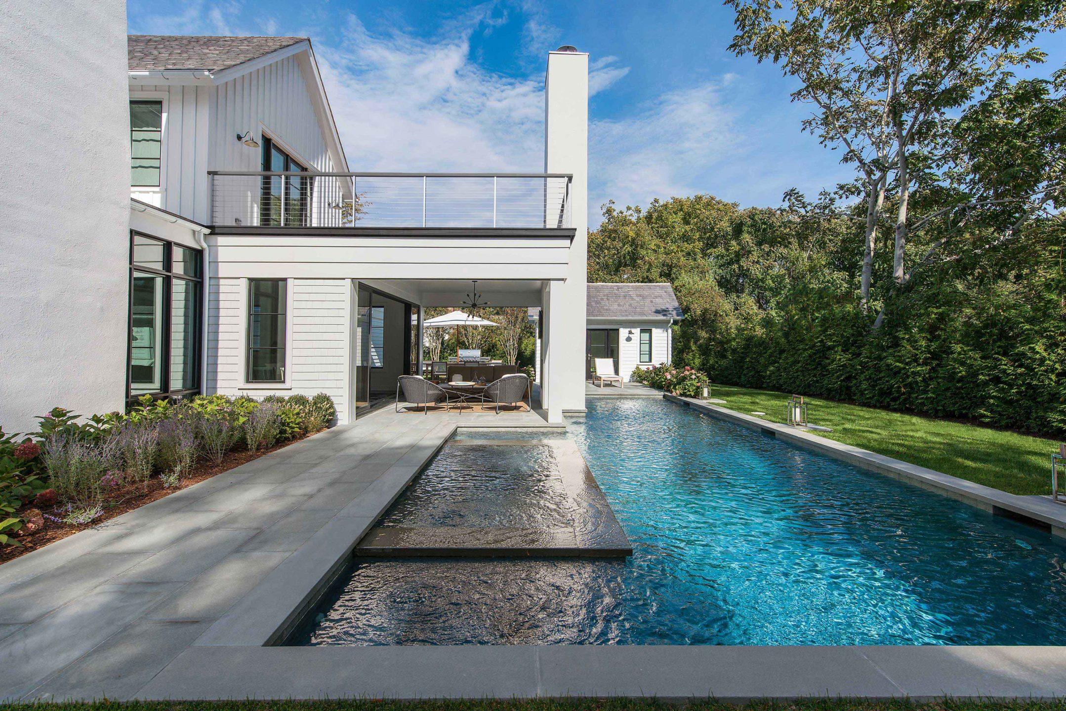 Nicole-Fuller-Interiors-East-Hampton-Beach-House-neutral-Bohemian-interior-design-pool